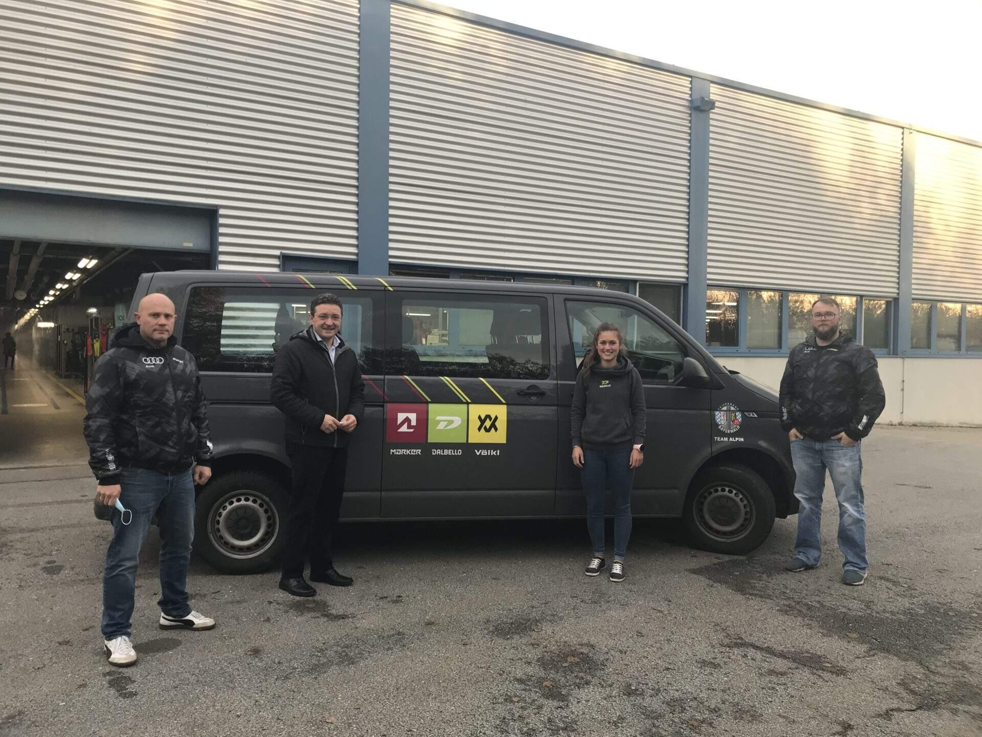Völkl als Sponsor für den neuen Alpinen Bus gewonnen